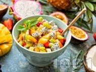 Екзотична плодова салата с портокал, дюли, боровинки и захарен сироп